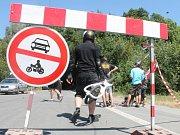 Jezdci na longboardech na trati Ecce Homo ve Šternberku.