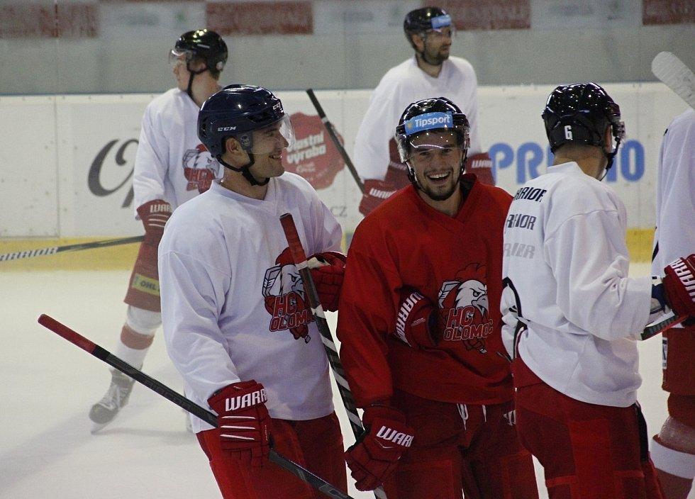 Rostislav Olesz (vlevo) poprvé trénoval s týmem Olomouce.