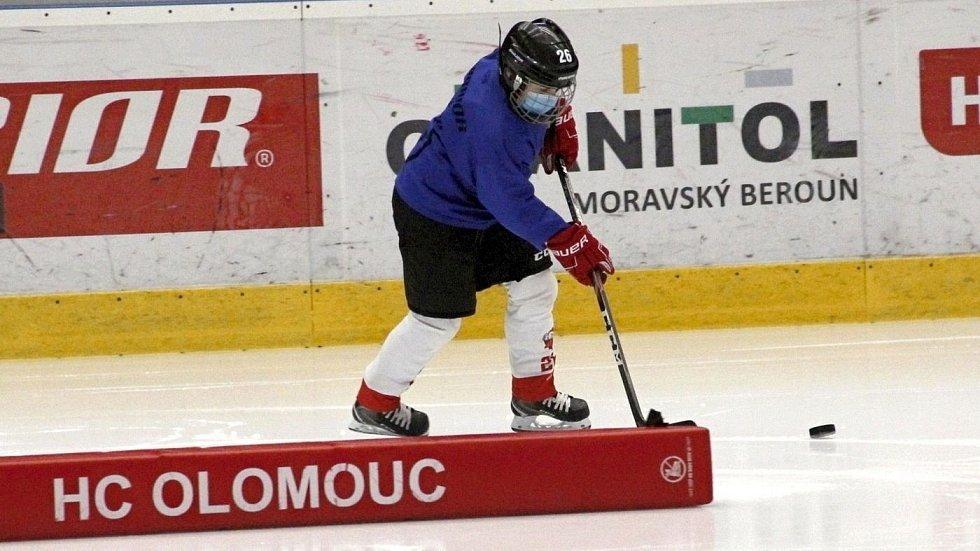 Mládež HC Olomouc musí trénovat v rámci hygienických opatření. Ve skupinách maximálně po deset a s rouškami. 10. 12. 2020