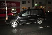 Tento automobil srazil v Tovární ulici chodkyni