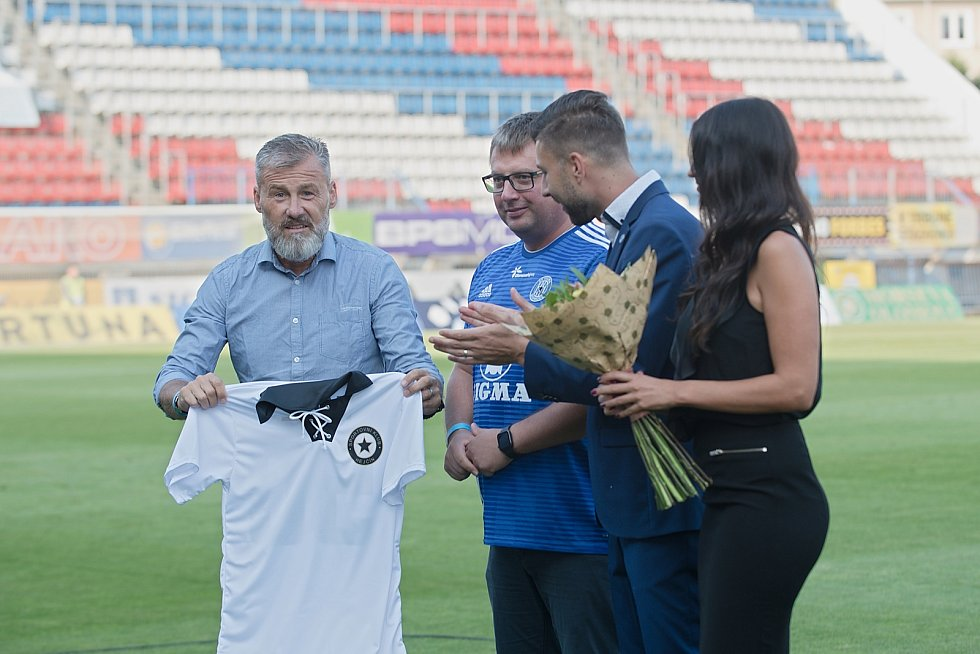 Fotbalisté olomoucké Sigmy nastoupili proti Teplicím v unikátních bíločerných retrodresech. Pavel Hapal