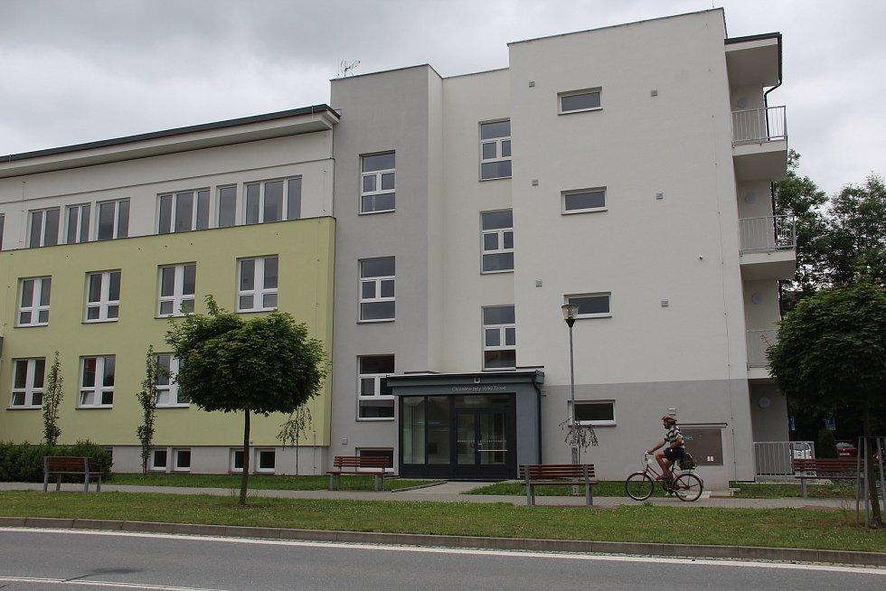 Do nových chráněných bytů ve Velkém Týnci se brzy nastěhují první nájemníci.