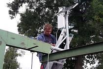 Hladinu Oskavy měří elektronický snímač