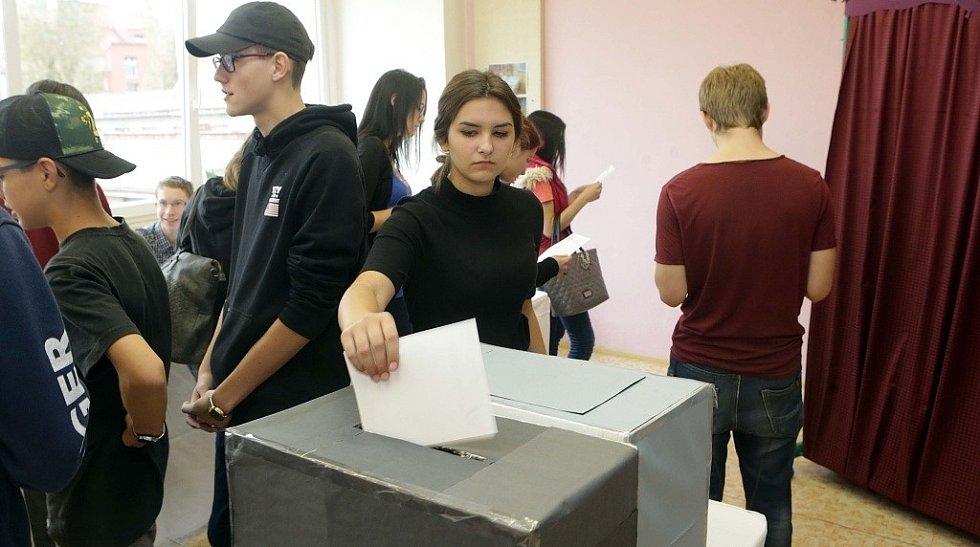 Volby nanečisto si vyzkoušeli studenti olomoucké Střední školy obchodu gastronomie a designu Praktik.
