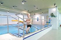 Bazén na rehabilitačním oddělení v areálu šternberské nemocnice