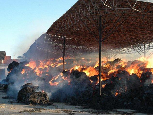 Hořící stoh v Novém Dvoře.