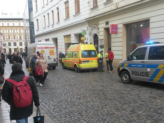 Auto srazilo seniorku v centru Olomouce