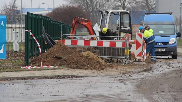 Při stavebních pracích v Holici došlo k narušení plynového potrubí