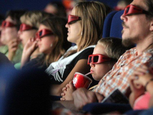 Sledování filmu v prostorovém 3D formátu je šlágrem