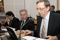 Martin Tesařík (vpravo) a Ivan Kosatík při podpisu koaliční smlouvy