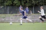 Fotbalisté Uničova remizovali s Rýmařovem (v bílém) 1:1. Jan Ambrozek