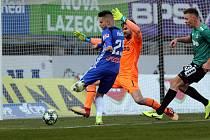 Sigma - Jablonec. Martin Hála ( v modrém ) střílí gól na 1:0.