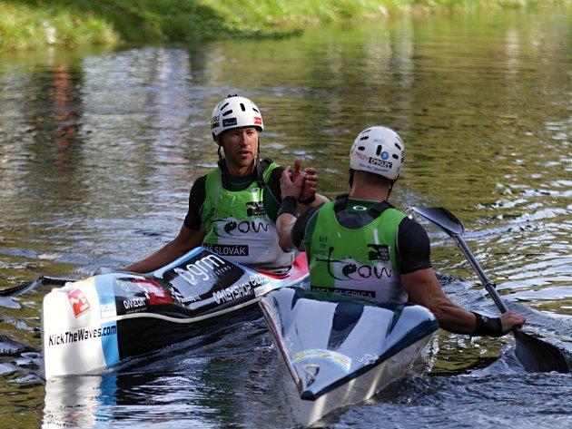 Vítězem závodu Bobr Cup v Litovli (15 km běh-cross, 25 km MTB cross country, 6 km sjezd na divoké vodě) se stal tým Pivovar Litovel/OpavaNet.
