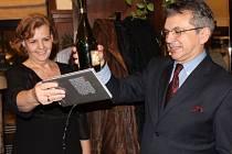 Třetí knihu s názvem Adam pokřtila ve středu v kavárně Mahler olomoucká psycholožka Kamila Holásková.