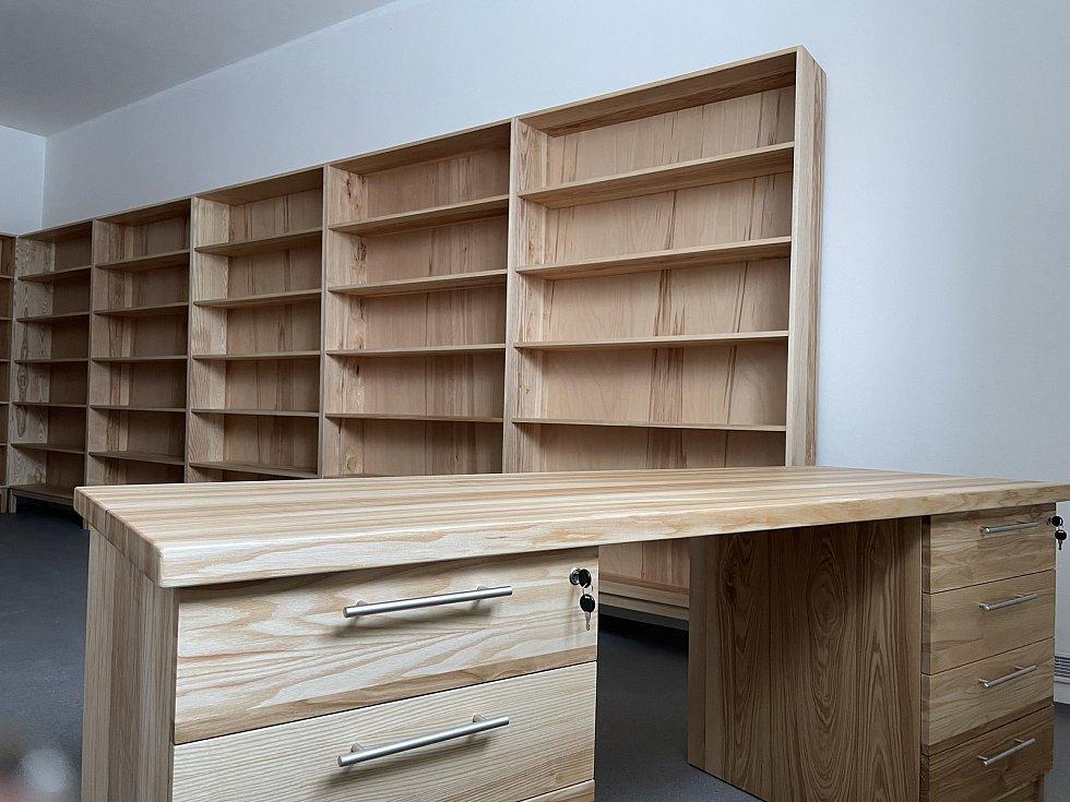 Nové vybavení obecní knihovny v Jívové, duben 2021