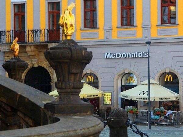 Restaurace McDonald´svhistorickém Salmově paláci na Horním náměstí vOlomouci