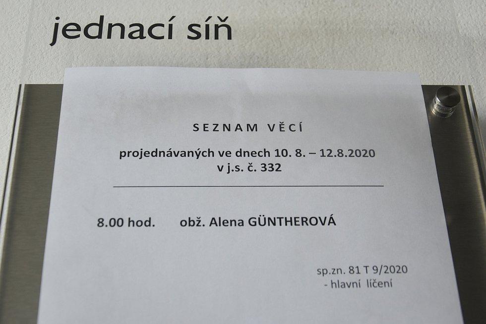 Alena Güntherová, obžalovaná z vraždy tříleté dívky, u krajského soudu v Olomouci, 12. 8. 2020
