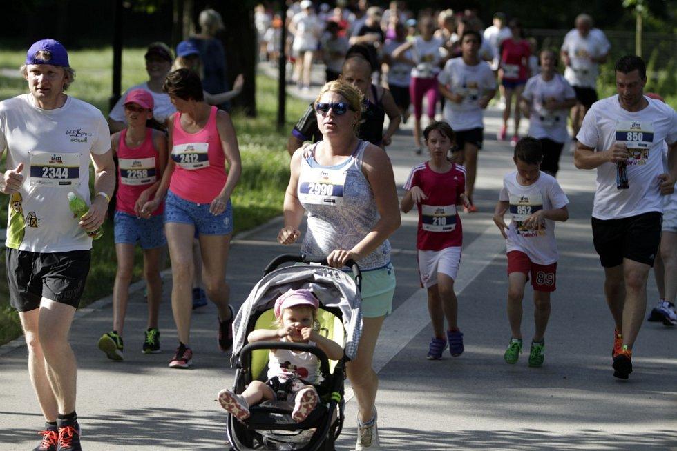 Součástí olomouckého půlmaratonu je i Rodinný běh. V 17 hodiny se na něj vydaly stovky účastníků.