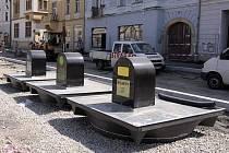 Stavba podzemních kontejnerů na tříděný odpad na náměstí v Uničově