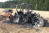 U obce Vilémov na Olomoucku shořel traktor.