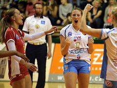 Prostějovské volejbalistky slaví vítězství ve čtvrtém zápase finálové série s Olomoucí