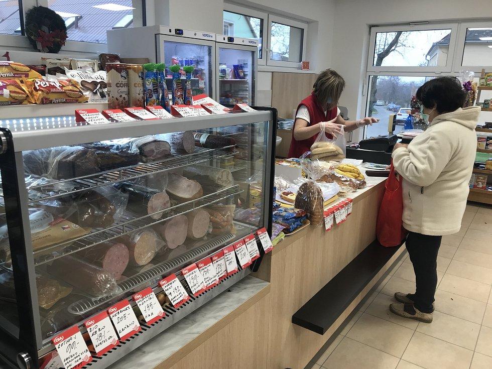 Nově otevřená obecní prodejna smíšeného zboží v Plinkoutě, část Dlouhé Loučky, 18. prosince 2020