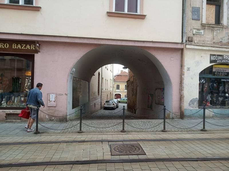 Filmová místa v Olomouci. Pohled do ulice Vodární