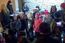 Vánoční zpívání u stromečku v Hněvotíně