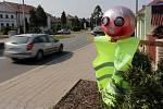 Úplnou uzavírka vytížené silnice I/55 Olomouc – Přerov doprovází komplikované objížky - Lidová tvořivost ke snížení rychlosti na objízdné trase – dopravní strašák