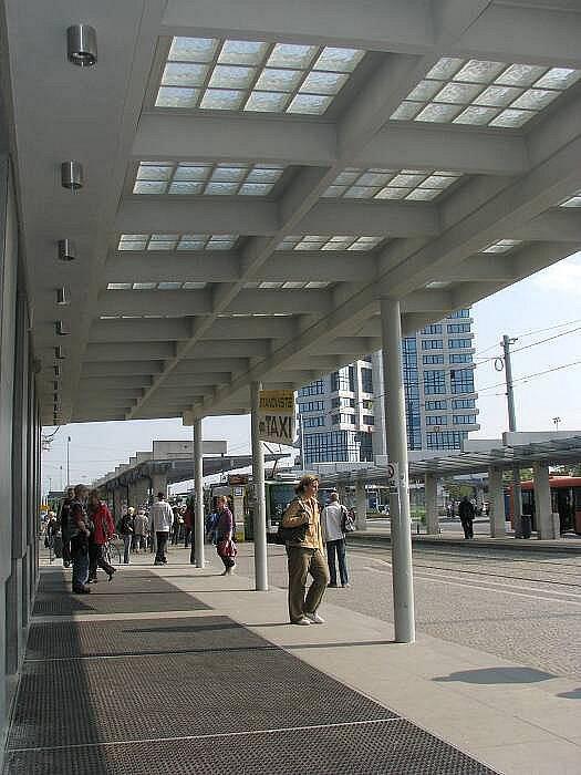 Nový, prosvětlený vstup na hlavní nádraží v Olomouci