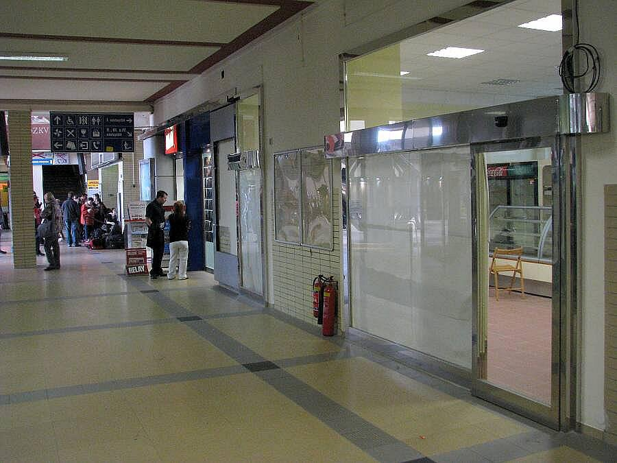 Na místě úschovny zavazadel bude další obchodní prostor