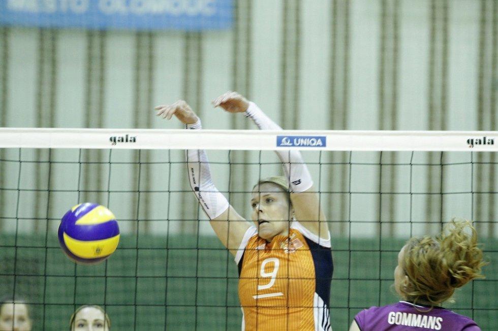 Olomoucké volejbalistky porazily v evropském poháru CEV nizozemské Almelo a postoupily do další fáze soutěže. Katarína Dudová