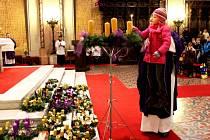 Lidé si nechali požehnat adventní věnce i v olomouckém kostele sv. Václava