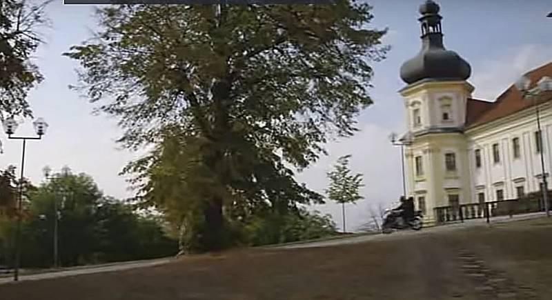 Screen z filmové minisérie Živé terče