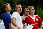 V prvním kole MOL Cupu porazily divizní Kozlovice Uničov (v červeném) 3:0. Zbyněk Zbořil, trenér Uničova (v bílém)