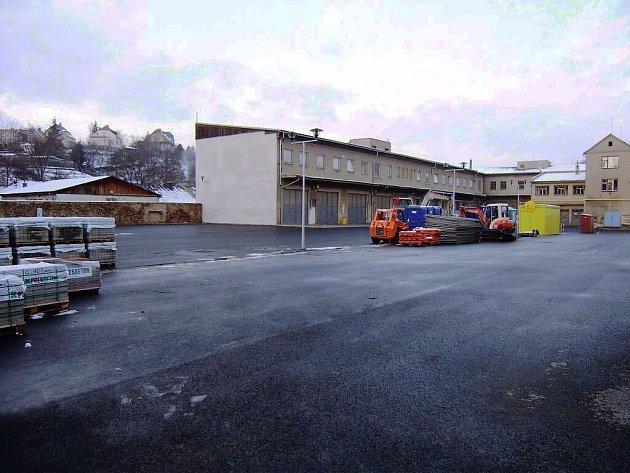 Nové parkoviště u haly ve Šternberku.