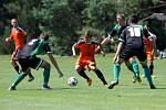Fotbalisté Sigmy (v oranžovém) prohráli s MFK Skalica 0:2. David Houska (s míčem)