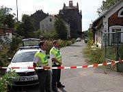 Hasiči, policisté a celníci zasahují u nálezu barelů s unikající neznámou látkou v bývalých sladovnách v Olomouci
