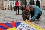 Svíčkovou pietní vigilií u orloje na Horním náměstí v Olomouci, uzavřeli organizátoři letošní ročník festivalu ProTibet. V krajském městě se konal už po čtvrté.