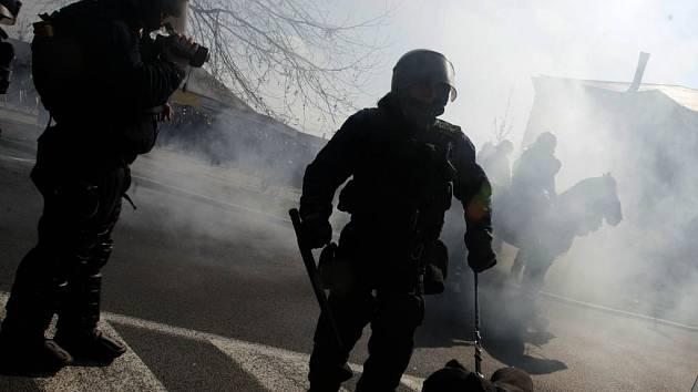 Policisté zasahují proti radikálům