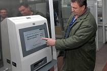 Fakultní nemocnice v Olomouci pořídila čtyři platební automaty.