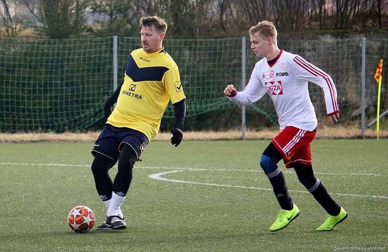 Marek Heinz (vlevo) ve všechovickém dresu v zápase zimní přípravy. Únor 2020