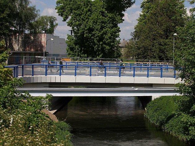 Opravený most na křižovatce ulic Masarykova a Vítězná.