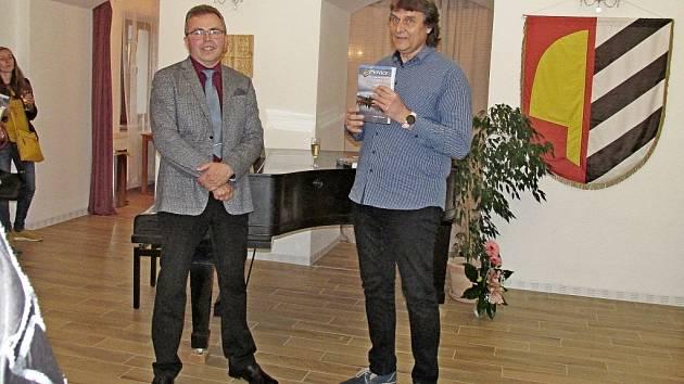 S historií Pňovic seznámí nová kniha o obci Pňovice - Pohled do historie obce.