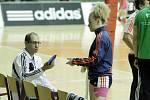 Olomoucké volejbalistky (v oranžovém) podlehly Prostějovu 0:3Amr Zaatar (fyzioterapeut) a René Sainová