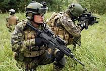 Vojáci z Přáslavic vyzkoušejí nové útočné pušky jako první. Převezmou si je na přelomu září a října. Po výcviku s nimi vyrazí do mise v Afghánistánu. Ilustrační foto: CZ 805 BREN