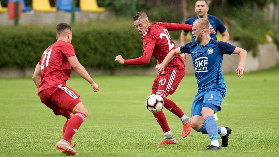 Fotbalisté Sigmy B (v červeném) zvítězili v Kozlovicích 4:0.