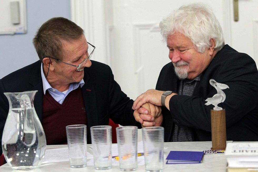 Petr Pithart obdržel v Olomouci cenu Pelikán 2017, kterou uděluje redakce časopisu Listy
