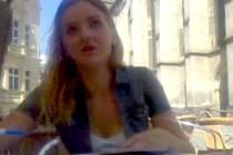 Policie pátrá po totožnosti této ženy, která měla v Olomouci podvést žadatele o úvěr