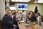 Štáb Spojenců v olomoucké restauraci U Kristýna, 3. 10. 2020